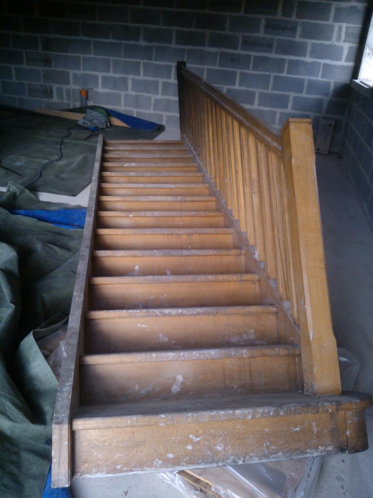 Escalier en bois AVANT